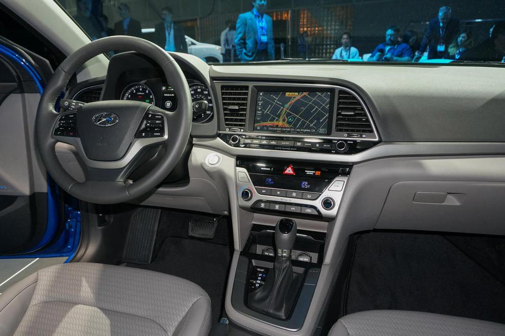 Салон Hyundai Elantra